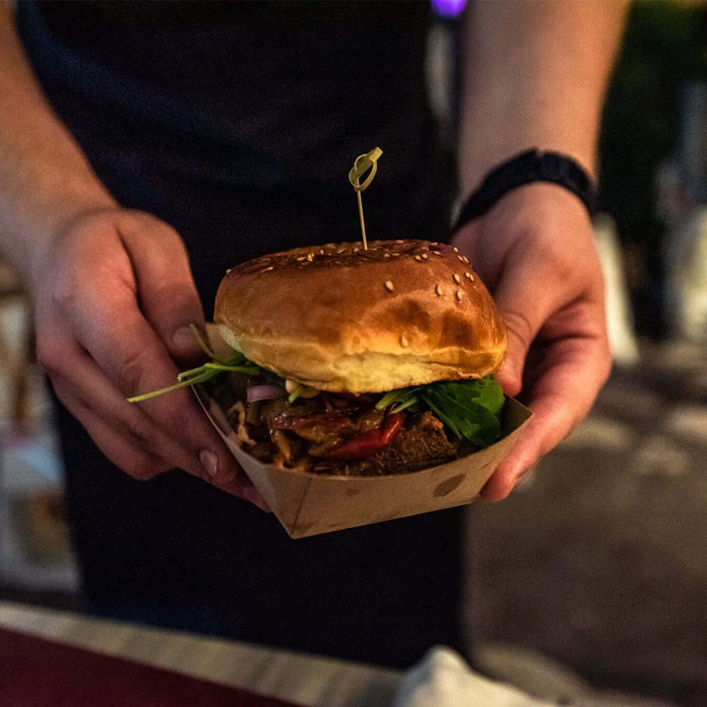 Kulinarski razvojni centar - Iva Zembo - radionice - gastro tour - workshop - local dishes - kitchen - wine - olive oil - burger - kuhanje - tečaj - specijalist kreativne kuhinje - Amfiteatar - Deniz Zembo - Pula -